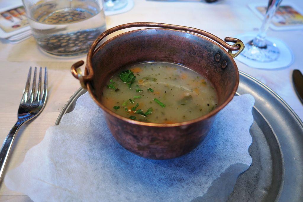 午餐湯鹹又燙加水好喝很多 (1).JPG