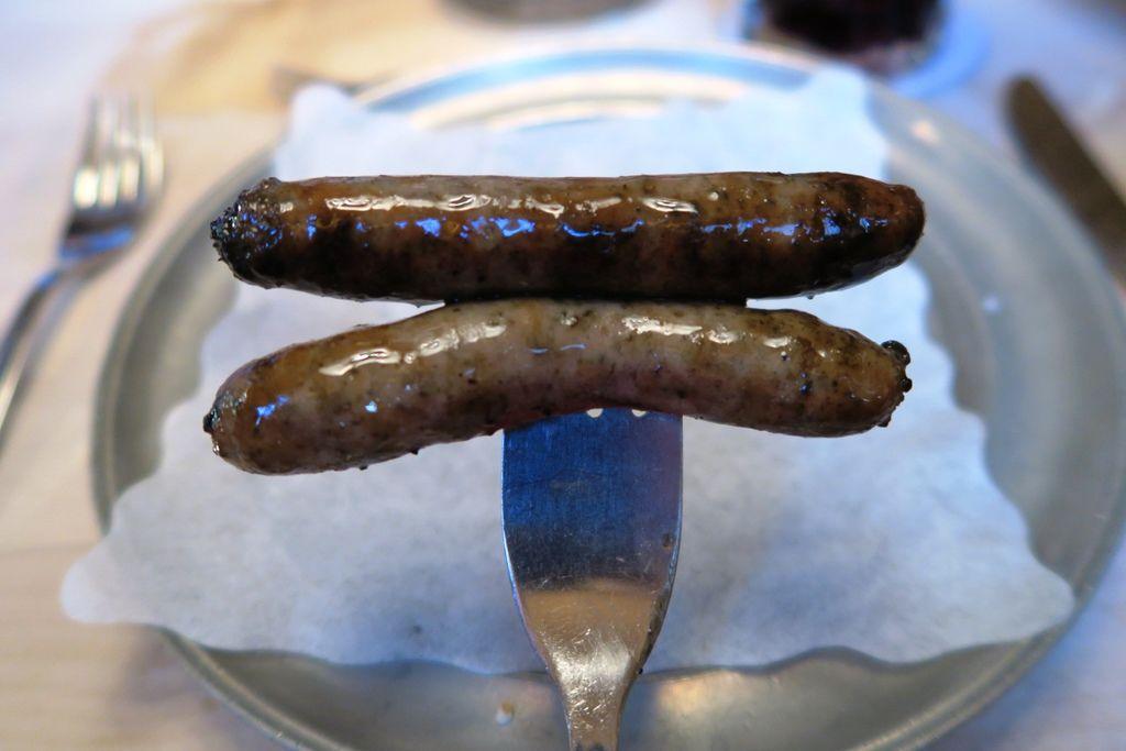 午餐小香腸有點鹹但還不錯吃 (1).JPG