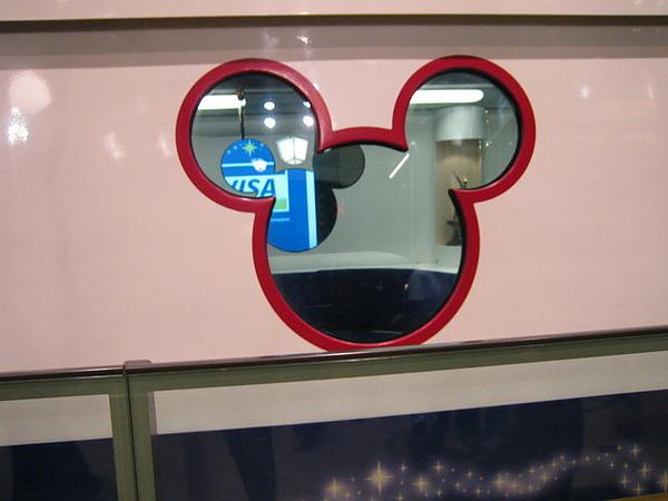 電車車窗也是micky頭