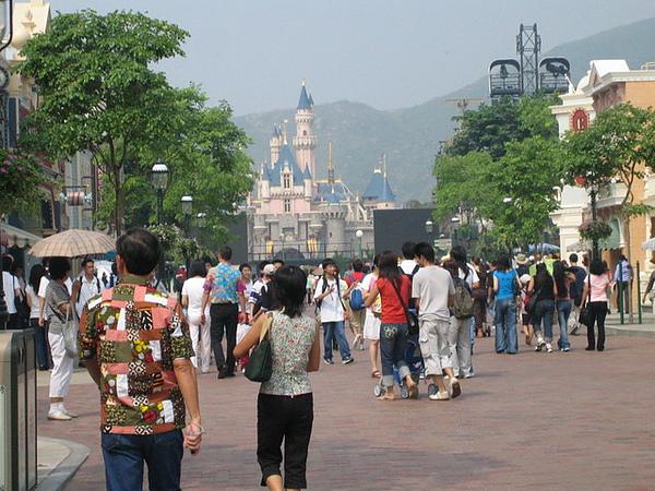 正式來到Disney樂園裡
