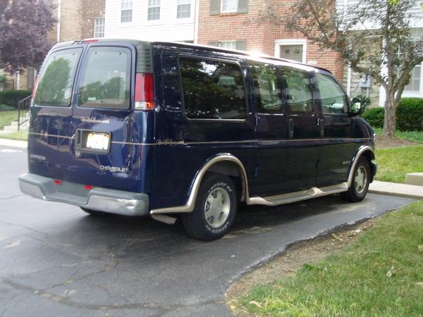 shirley的車也就是我們的交通車