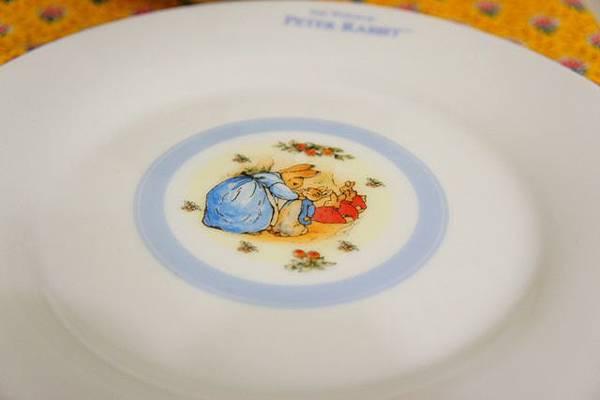 小7彼得兔餐具 (3).JPG