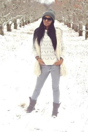 forever-21-jeans-bb-dakota-sweater