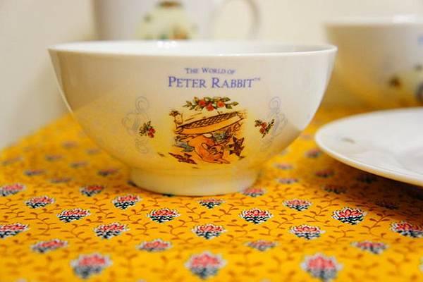 小7彼得兔餐具 (2).JPG