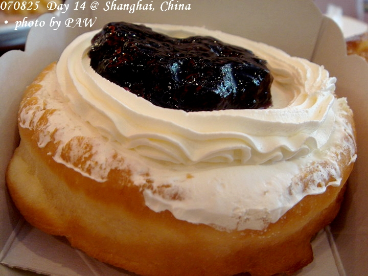 2007.08.25(六) D14 002. 上海 mister Donut 早餐 - 藍莓甜甜圈