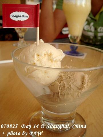 2007.08.25(六) D14 009. 上海 Häagen-Dazs - 香草 & 咖啡冰淇淋