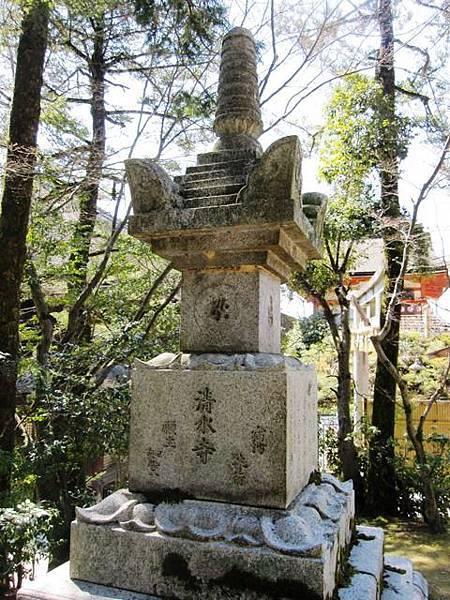 日本清水寺 寶篋印塔.jpeg