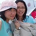 雨傘下  亮喔!XD(情侶裝?)