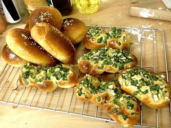 #12 蔥花肉鬆麵包 紅豆麵包