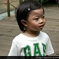 20111106-這天很熱....媽咪把她的髮夾借給我別~~