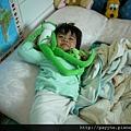20111113-睡醒了...賴在床上~~