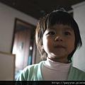 20111124-瀏海長了...被媽咪剪過後的呆呆樣><~~