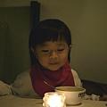 20111125-掛上餐廳的餐巾...頗像是刻意圍上的領巾...也挺有型的~~