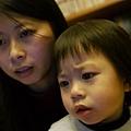 20120104-吵著要看電腦裡的照片....