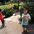 2012.07.20-夏天在學校玩什麼最棒了??.....當然是丟水球遊戲囉~~玩得全身溼淋淋的實在涼快~~