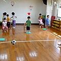 2012.10.09-學校即將舉辦運動會,大夥兒加緊在教室練習中....