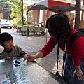 2012.12.29-姑婆過來跟我玩恐龍,可是......我們明明就不熟~~