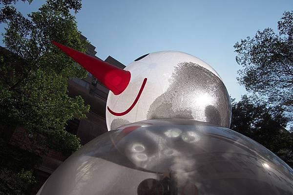 2012.12.29-想像那雪人是巨大的入侵者,拿我恐龍跟他對抗~