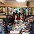 2012.12.29-一群人終於坐定位...準備吃飯囉~只是怕生的我完全不敢看大家...