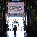2012.12.29-位於家鄉海邊的媽祖廟,只見本人興奮的裡外跑跳...「媽祖呀,請原諒我還幼小不知該肅敬的參拜」