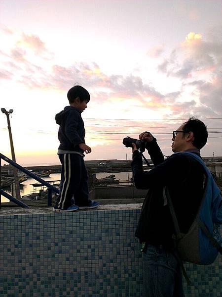 2012.12.29-除了得小心走在上頭外,還得留意爸比的拍照,免得讓鏡頭拍到我驚恐的表情...