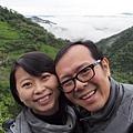 2012.12.30-前進大雪山路上,看到一整片雲海..興奮的兩人...