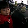 2012.12.30-跟大家約好七點出發的,怎知大夥兒都還在睡!害我只好在車上玩恐龍枯等...