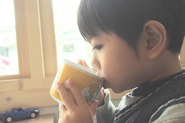 2013.01.05-認真品嚐我的蔬果汁...