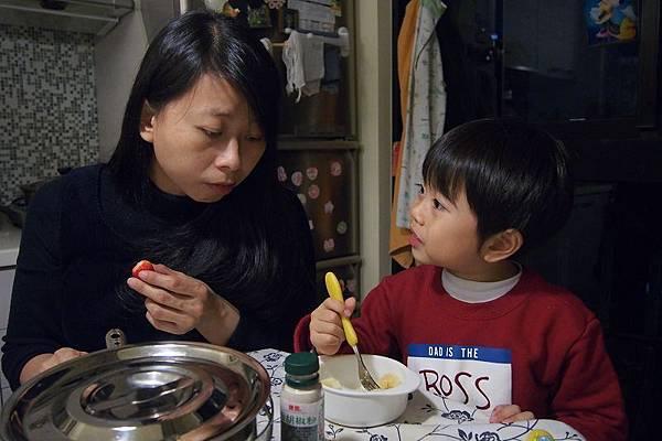 2013.01.09-又是飯後吃水果聊天...