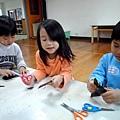 2013.02.05-學校因應過年即將到來,教我們自己做紅包袋