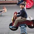 2013.02.09-放年假囉....媽咪為了消耗我的體力還是一早帶我去公園玩一玩~