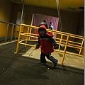 2013.02.12-這傾斜屋一點都無法弄暈我...瞧我在裡頭還能正常跑跳呢~