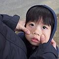 2013.02.13-隔日早上媽咪跟我又和好了...捉弄著我拍照~~