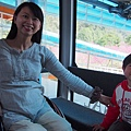 2013.02.14-肚子大到走不太動的媽咪這天坐輪椅還是陪我們坐上日月潭攬車