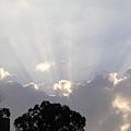 光芒四射的天空