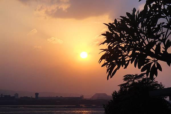 夕陽西下的天空