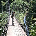 橫越瀑布的吊橋(2)