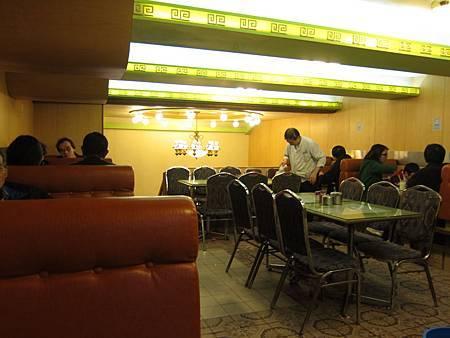 #24 鴻運冰廳餅店 2012.01.01 旺角 001.JPG