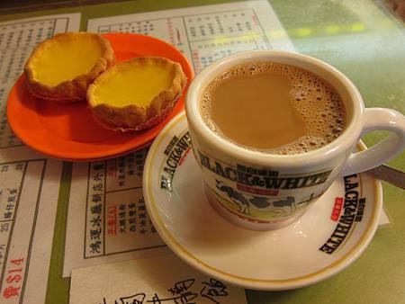 #24 鴻運冰廳餅店 2012.01.01 旺角 002.JPG