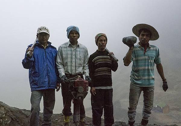 2015.07.04 挖玉石的人.jpg