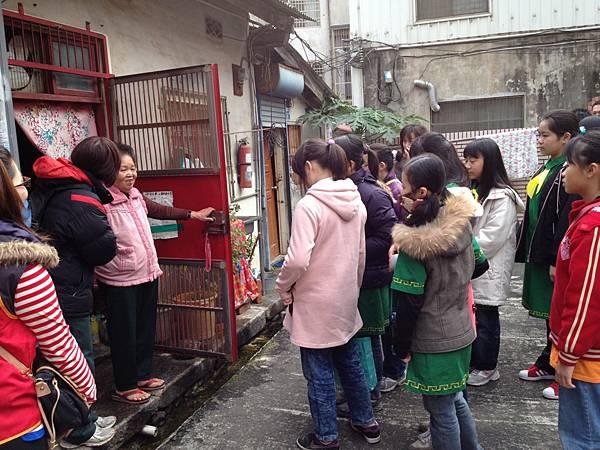 2012-1-18中山國小幼童軍團(獨居老人送年菜) (9).jpg