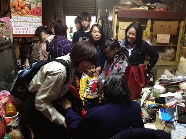 2012-1-18中山國小幼童軍團(獨居老人送年菜) (30).jpg