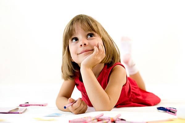 @小女孩要畫什麼呢
