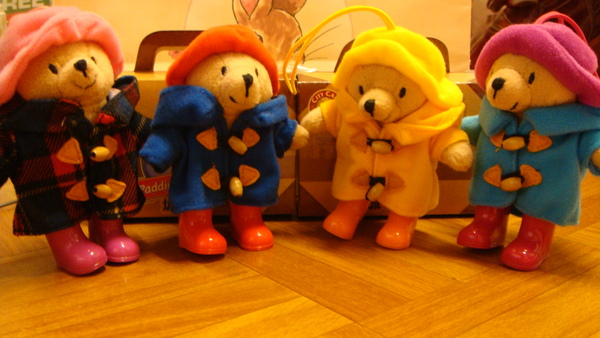 四隻小熊排排站