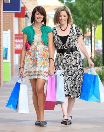 teen-girl-shopping-with-mom.jpg