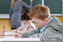 小學生做筆記
