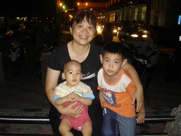 奶奶、堂哥與我