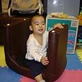 原來椅子還可以這樣玩喔!媽咪受教了!