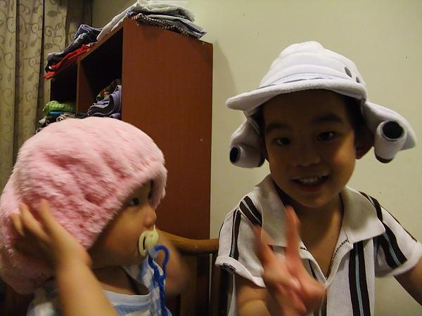 可愛兩兄弟(3y7m28d & 1y3m24d)(2010.06.02)