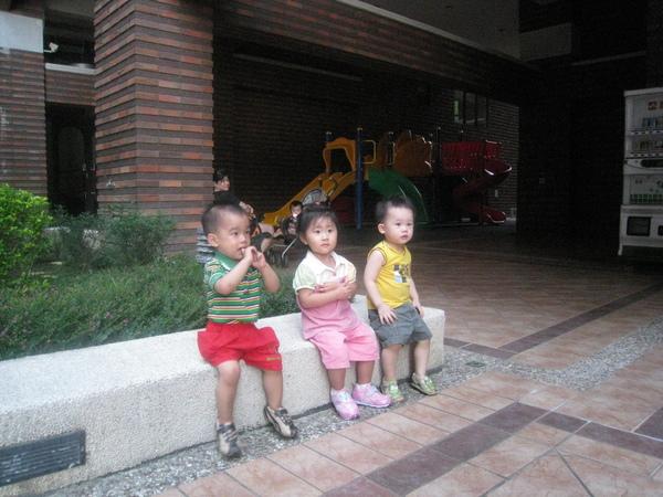 阿弘、芷菱、友友